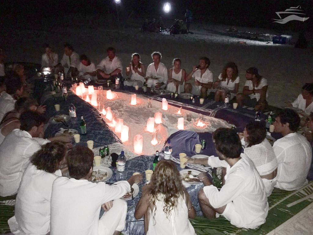 Cena nocturna en la isla