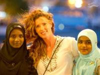 Gente de Malé con Verónica. Yates Maldivas