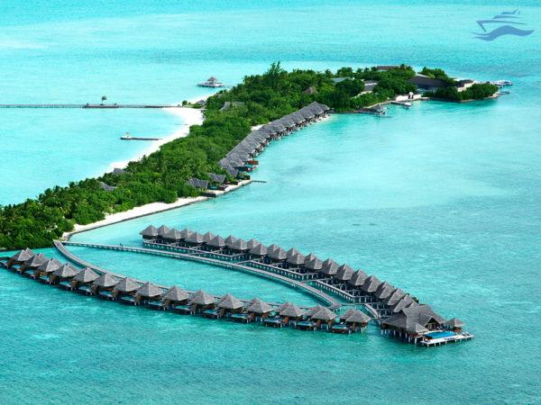 Vista aérea de una isla con hoteles resort