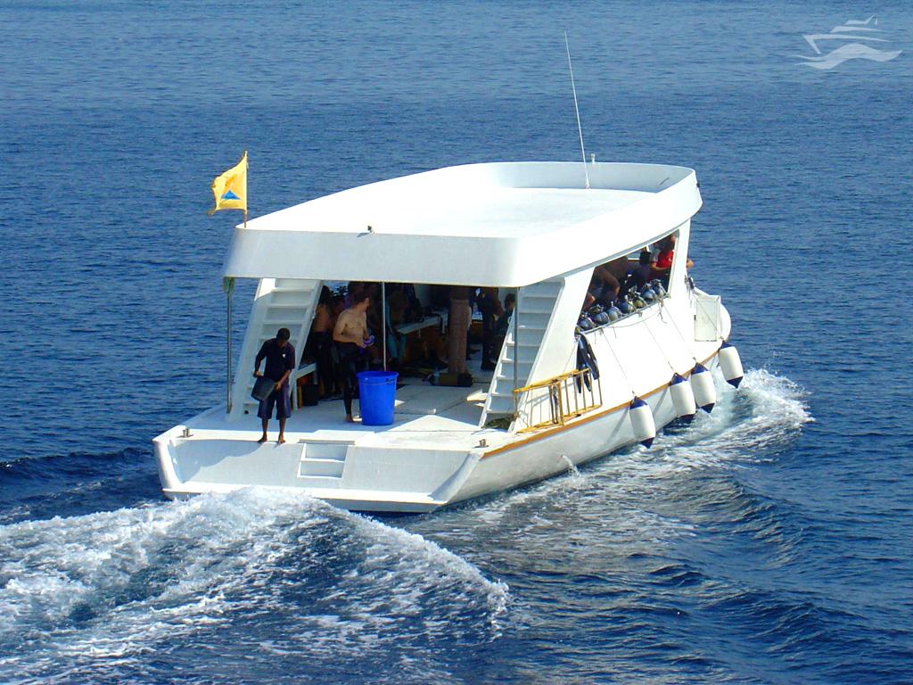 Barco de apoyo Dhoni