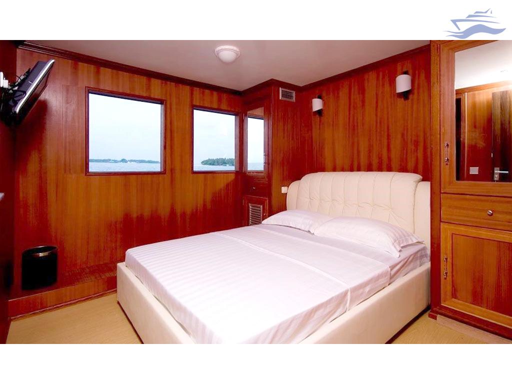 Habitación cama matrimonio. Yate Maldivas Han