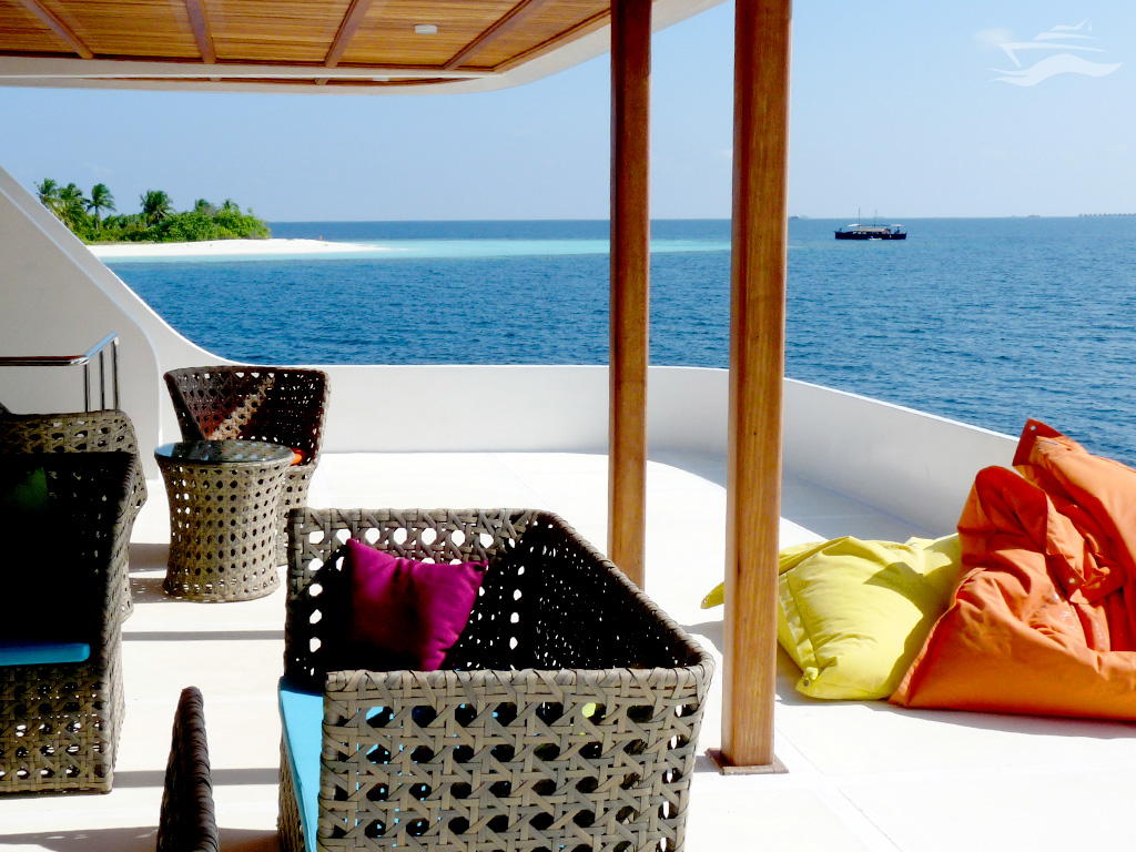 Salón exterior con vista a las islas virgenes