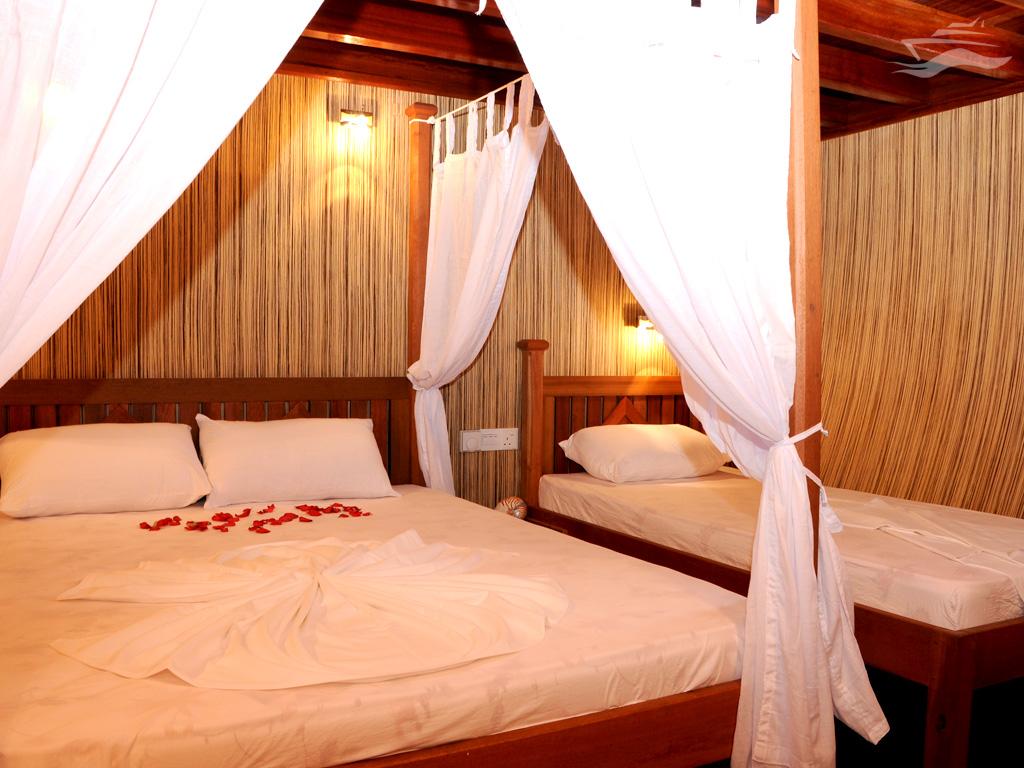 Habitación triple. Yate Maldivas Ra