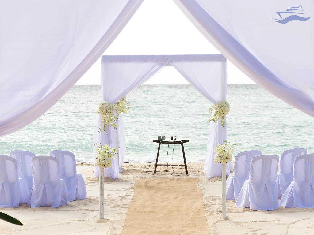 organza blanca ceremonia boda flores isla desierta